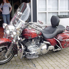 Motorcycle-wraps-installed-on-a-Harley-Electroglide