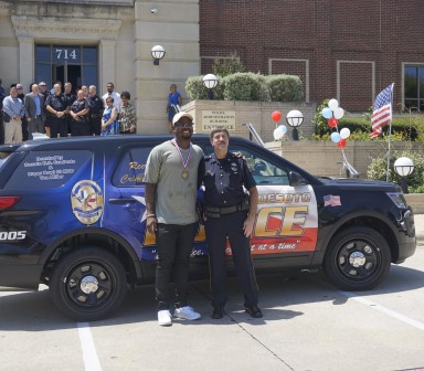 Von Miller Donates Wrapped SUV to Desoto Police Department